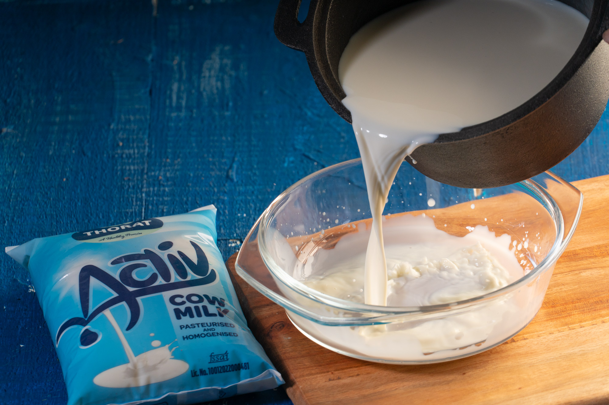 Pour the milk in a bowl